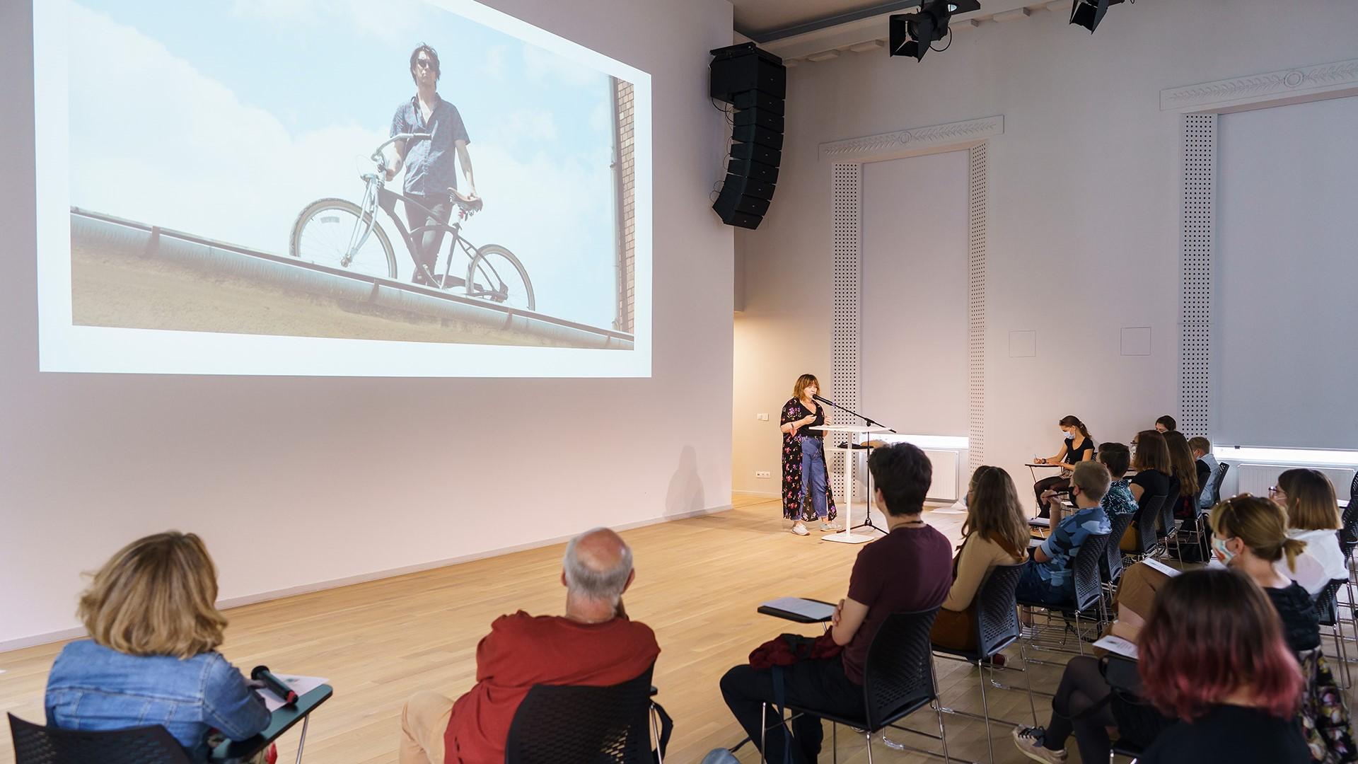 Goldberg Emília előadása az I. Gyerek- és Ifjúsági Film Pitchfórumon. Fotó: Posztós János